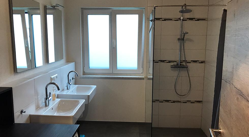 Ein Badezimmer einer Ferienwohnung von Familie Müller